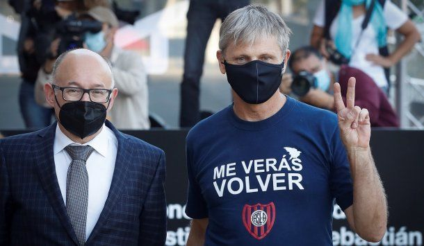 Viggo Mortensen con una remera de San Lorenzo en el Festival de Cine de San Sebastián.