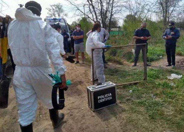 El cuerpo fue encontrado enterrado en un terreno baldío frente a la casa de la madre de la presunta víctima.