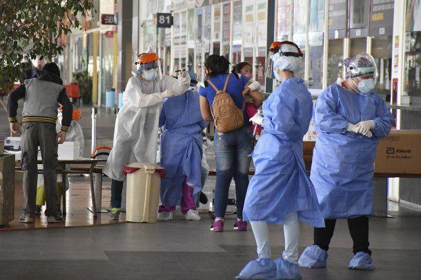 Córdoba: el Gobierno colocó un centro de testeos en la Nueva Terminal de Ómnibus