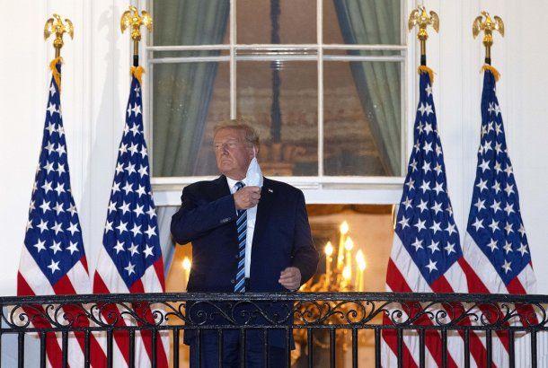 El presidente de Estados Unidos, Donald Trump, recién dado de alta del hospital pero aún enfermo de coronavirus
