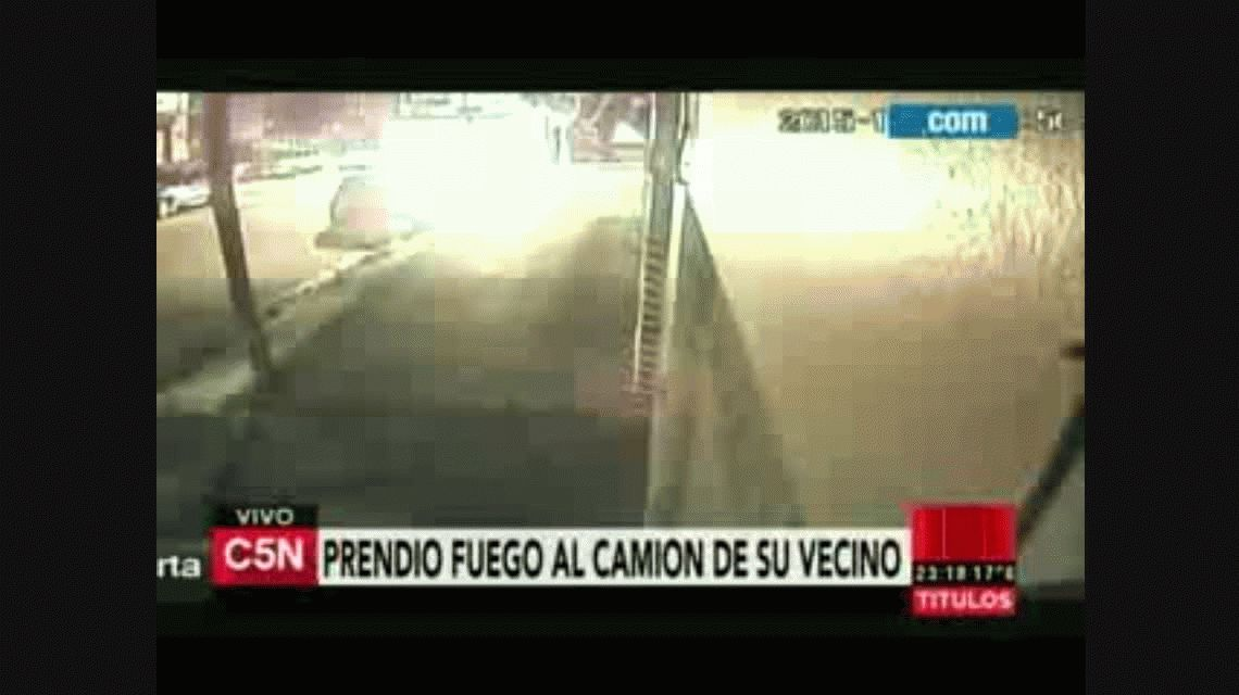 Harán pericias psiquiátricas al Loco de la garrafa que incendió un camión en Olivos