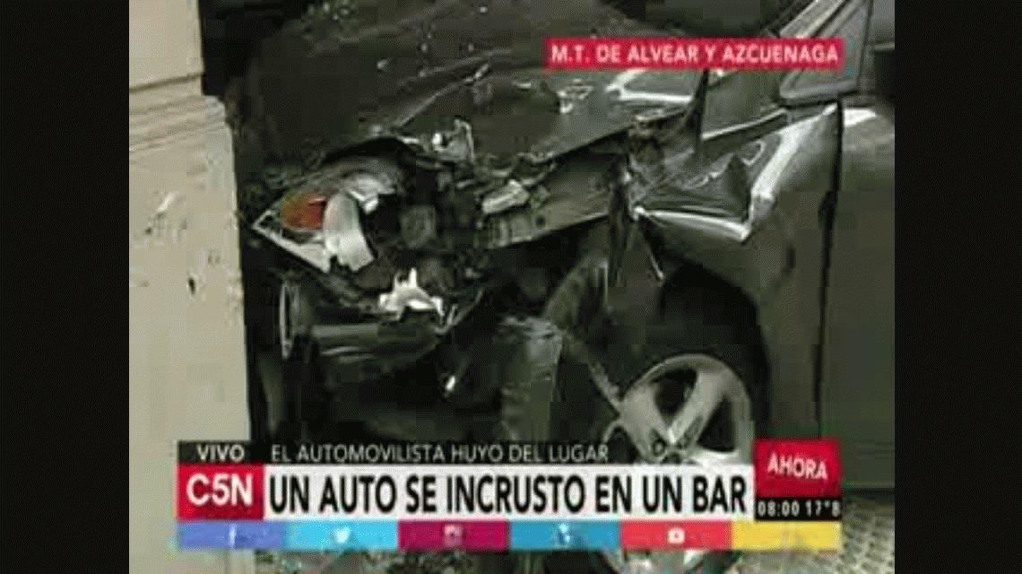 Un auto se incrustó en un bar en la zona de Recoleta