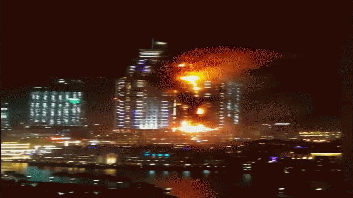 Por el incendio en Dubái una persona murió y 14 resultaron heridas