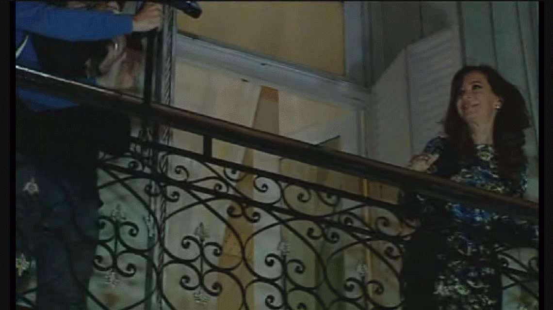 VIDEO: Cristina volvió a bailar, esta vez en el balcón del Instituto Patria