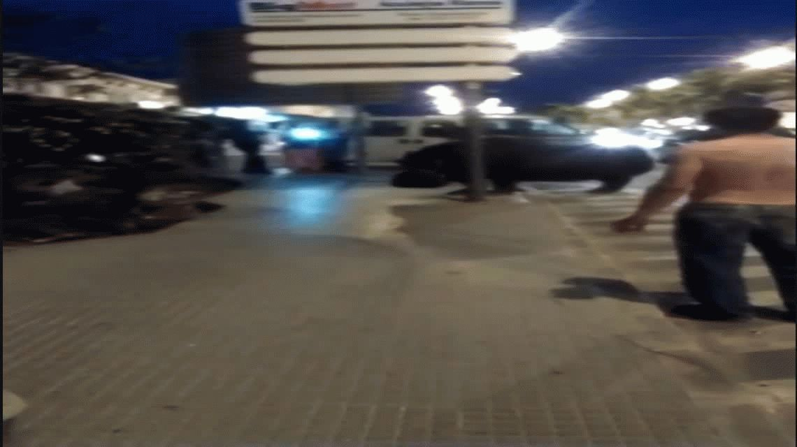 VIDEO: Un hipopótamo se pasea por las calles de Andalucía