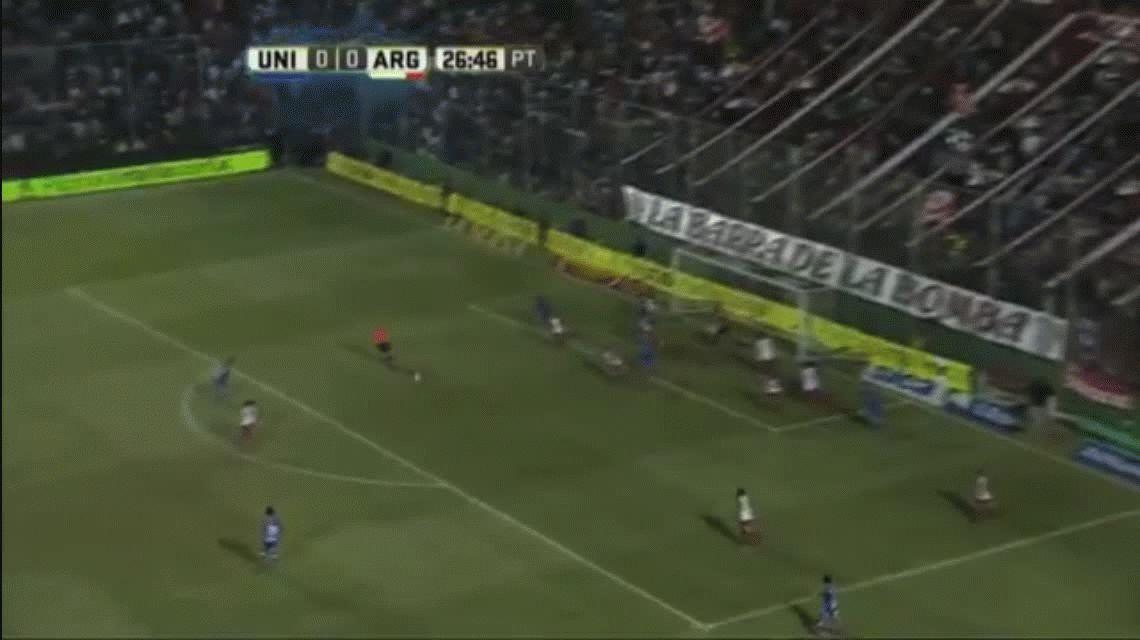 Unión goleó a Argentinos y lo complicó con el descenso