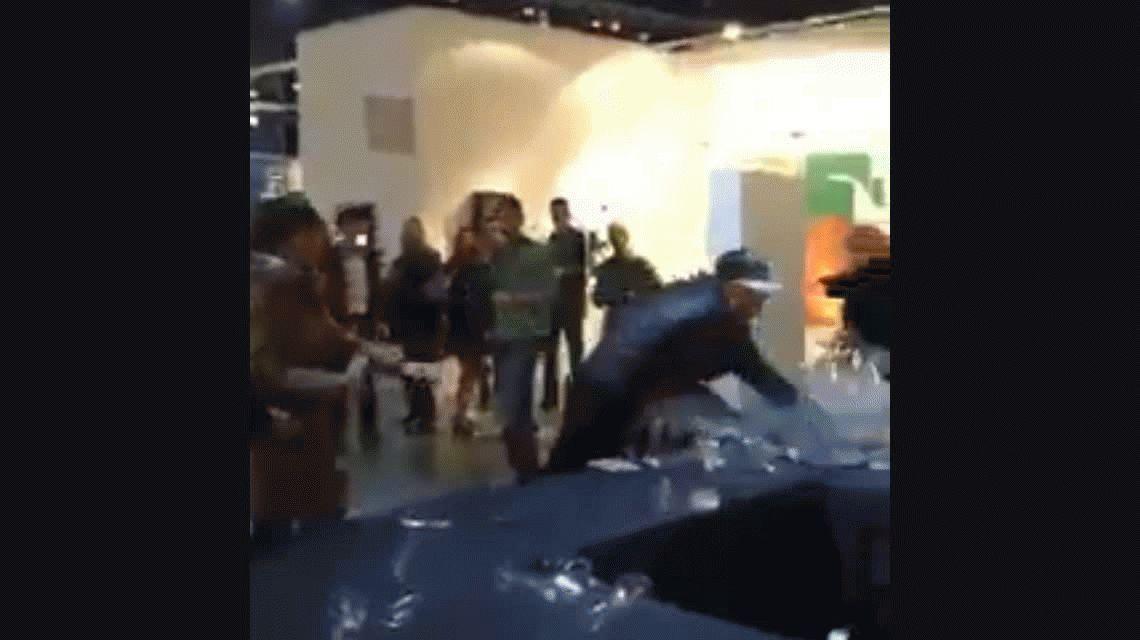 VIDEO: Leo García, sacado porque se quedó sin alcohol en arteBA