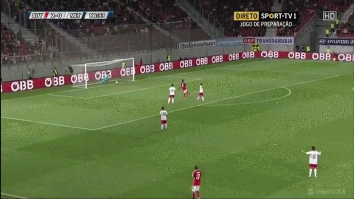 Un jugador del Bayern Munich se hizo un gol en contra increíble