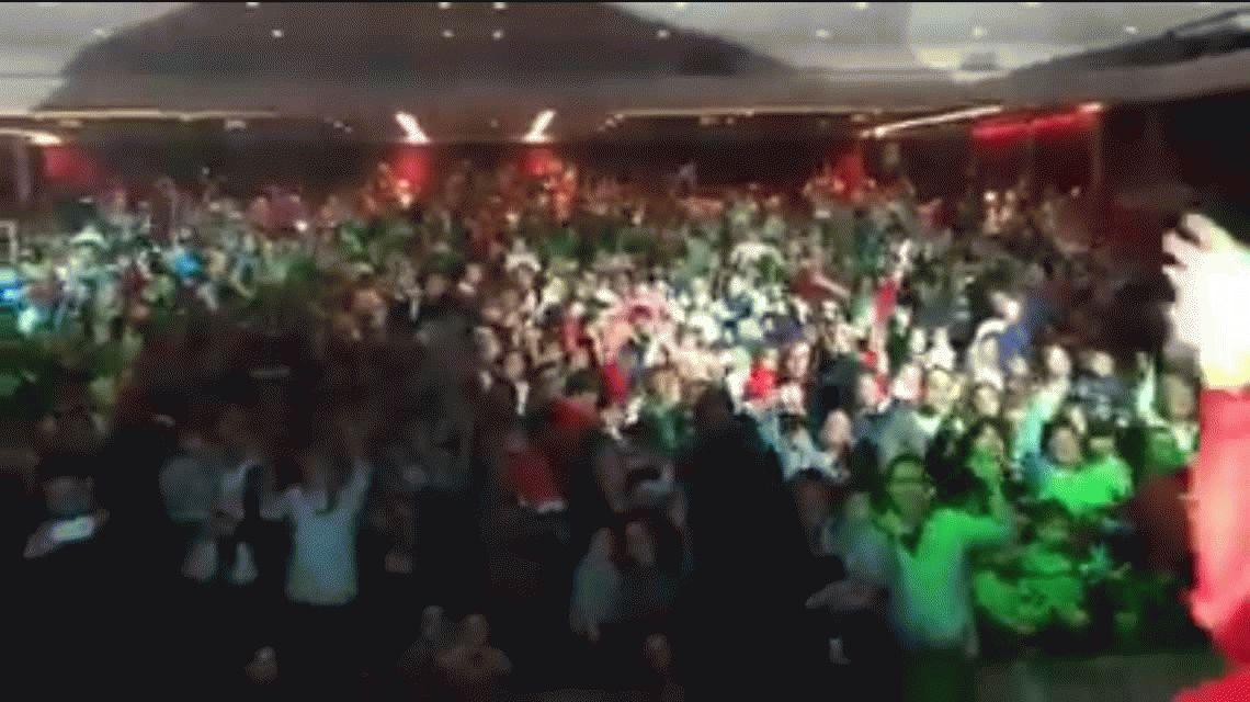 Emotivo: Piñón Fijo festejó el ascenso de Talleres en plena función
