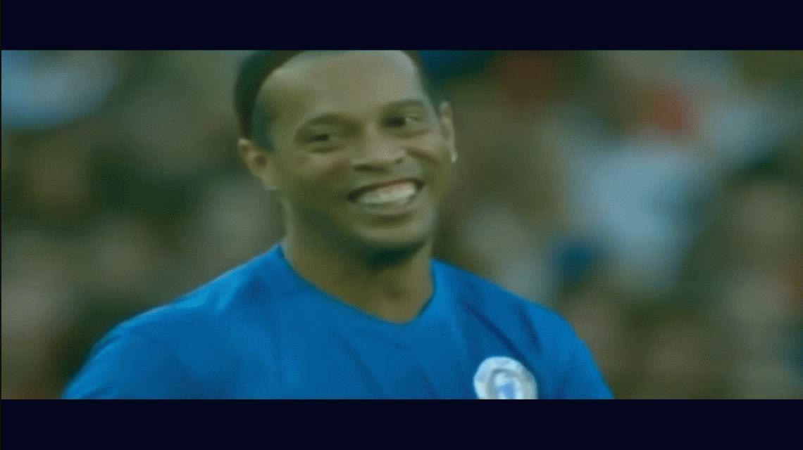 VIDEO: El doble caño de Ronaldinho en un partido benéfico
