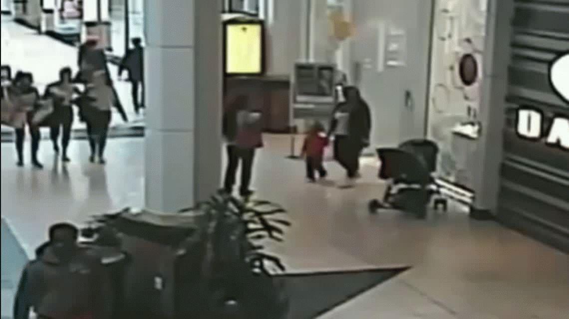 VIDEO: Así le robaron un bebé en un shopping en Estados Unidos