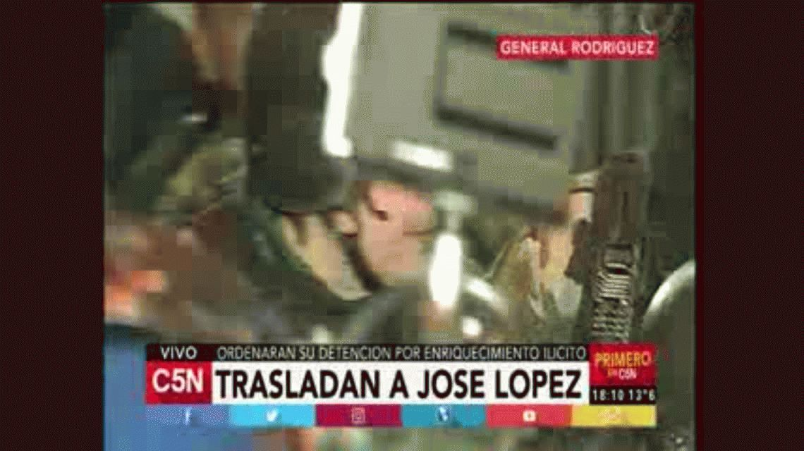 Así trasladaban a José López desde la comisaría de General Rodríguez