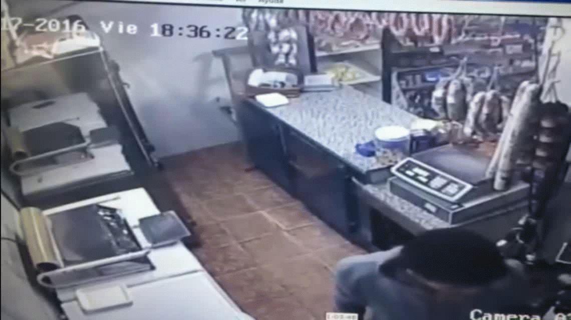 VIDEO: Entró a robar, lo golpean y logró escaparse con 3.000 pesos