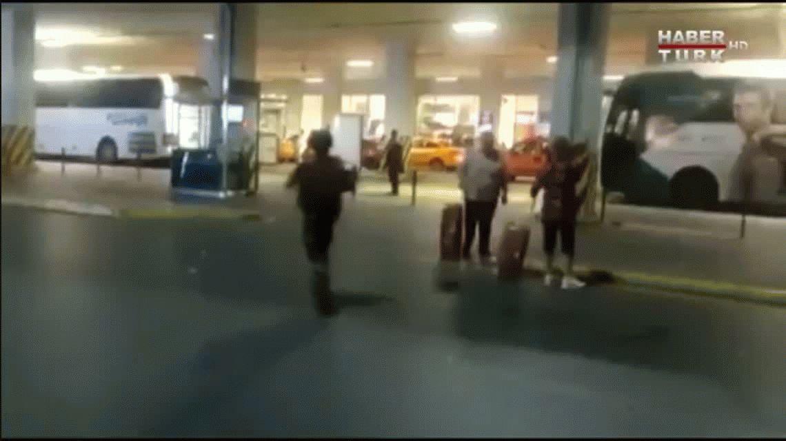 Atentado en Estambul: aseguran que fue cometido por tres terroristas suicidas