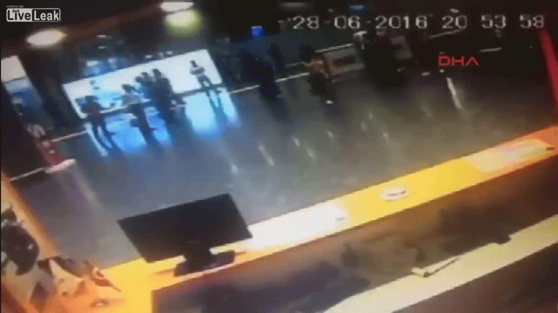 Difunden nuevo video del momento exacto del atentado en Estambul