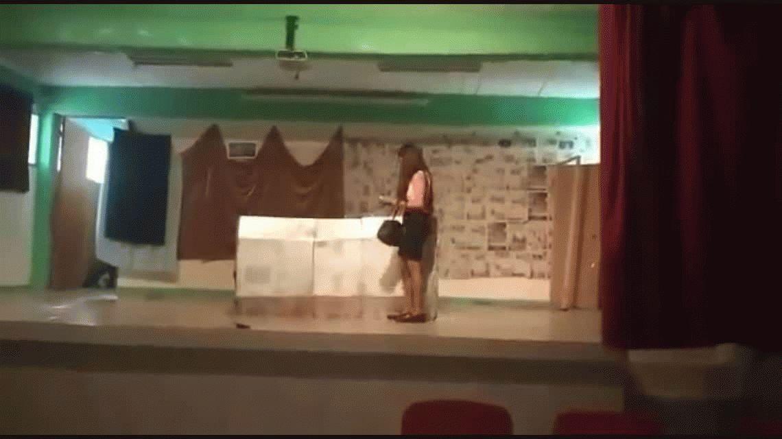 La peor escena: así se quemaron dos estudiantes en plena obra de teatro