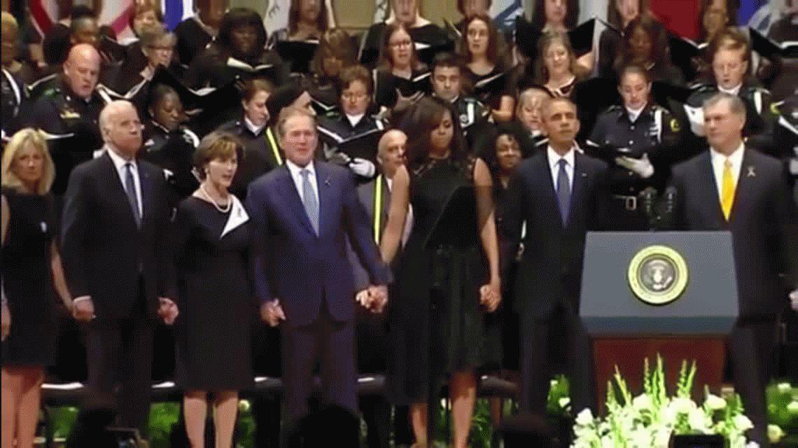 ¿Estaba borracho? Mirá el baile de Bush en un homenaje a policías caídos en servicio