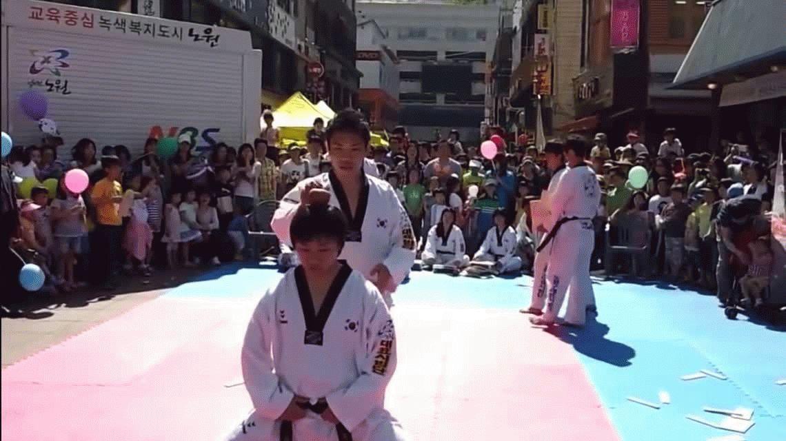 VIDEO: Hacían una exhibición de karate y un joven sufrió un fuerte golpe en la cabeza