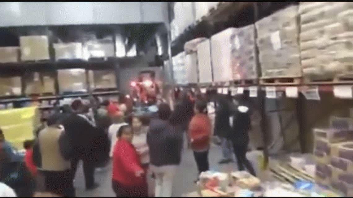 VIDEO: Desesperación en un mayorista por comprar aceite antes del aumento