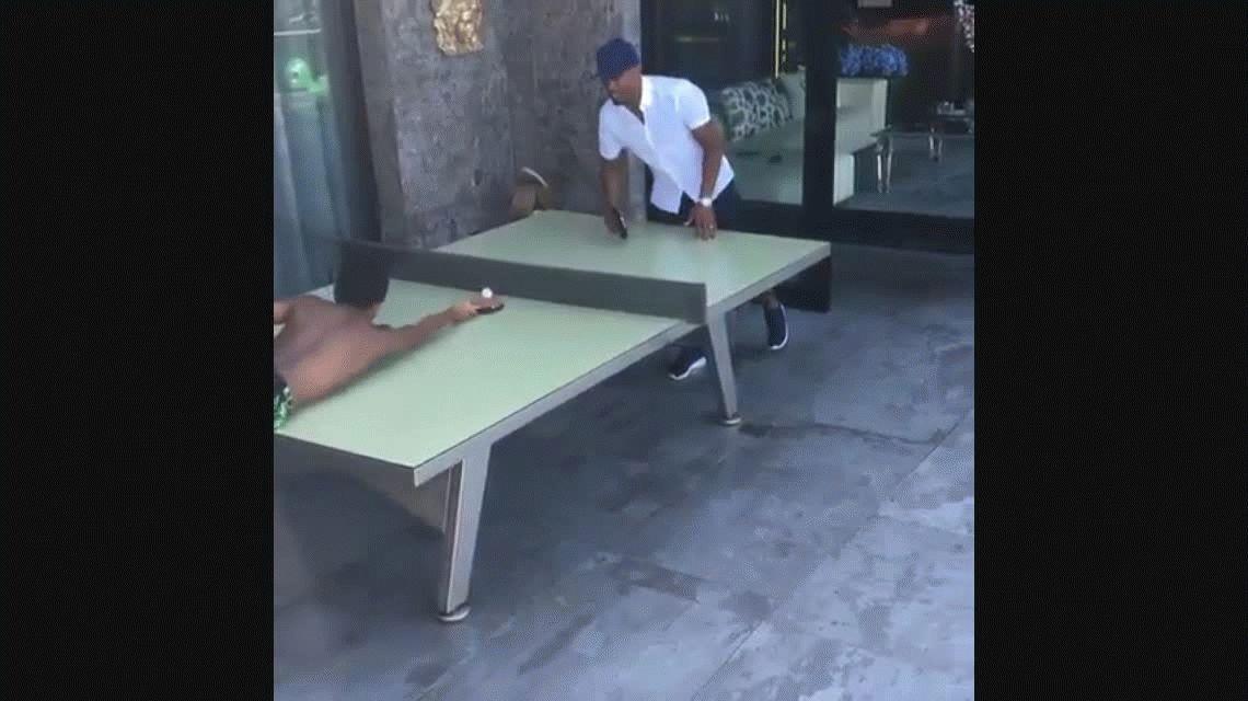El curioso baile con el que un jugador de Juventus celebró la llegada de Higuaín