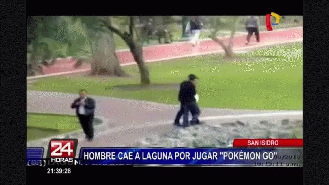 VIDEO: Se cayó a un lago mientras jugaba Pokémon Go