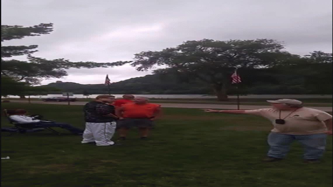 Un veterano de guerra se enoja con chicos que jugaban al Pokémon Go en un monumento