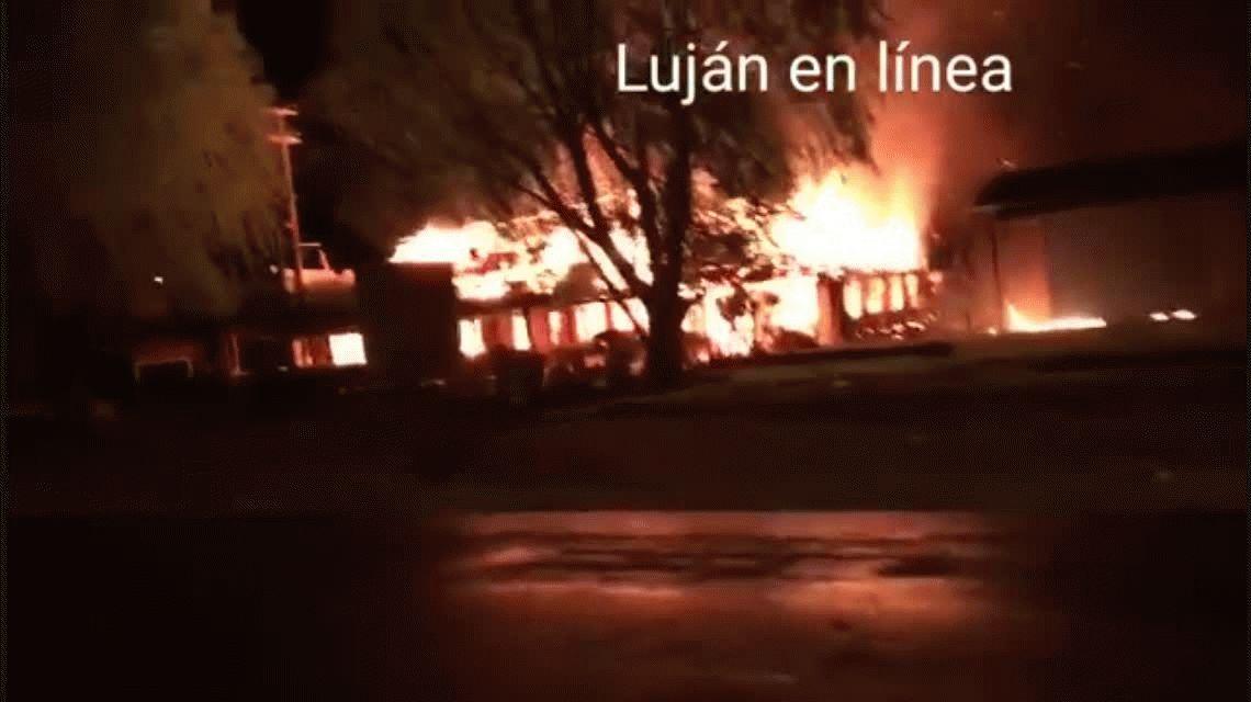 Se incendió Las Ranitas, un reconocido restaurante en Luján