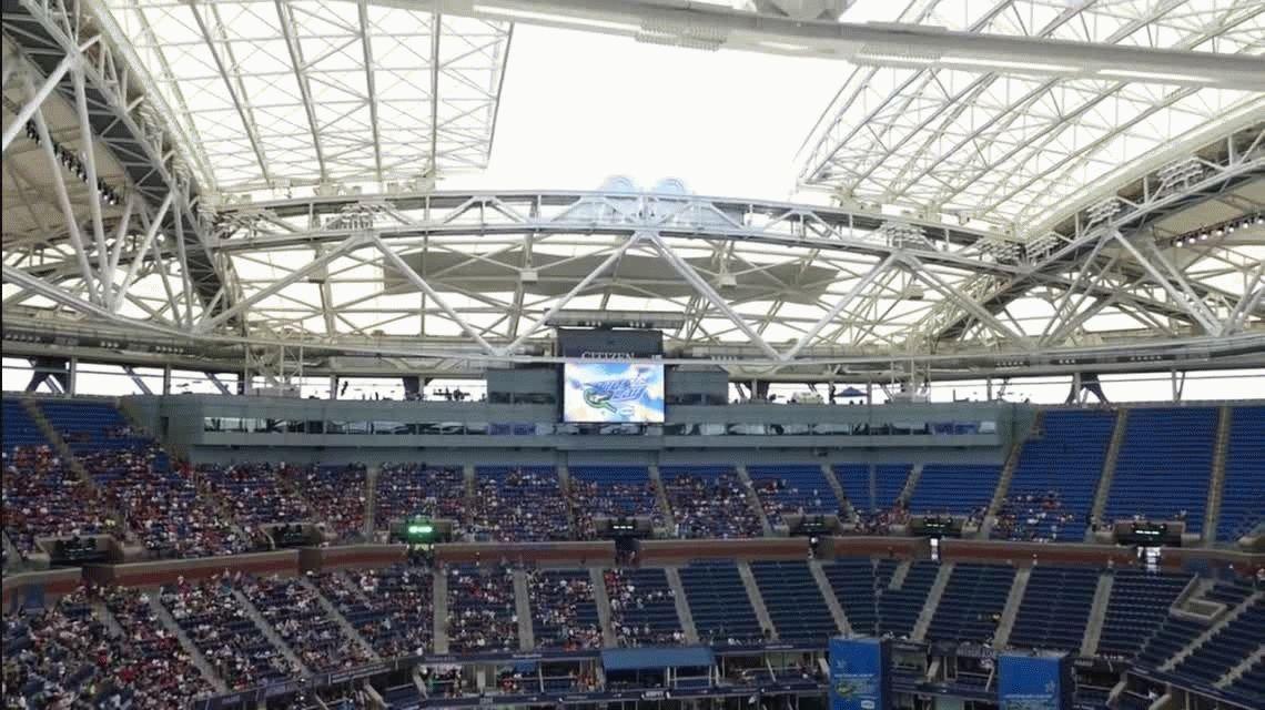 Mirá cómo se cierra por primera vez el techo durante el US Open