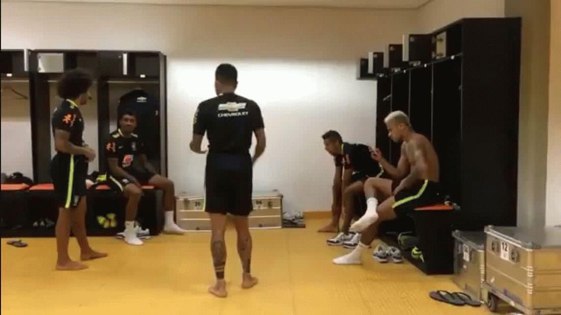 A pura fiesta: el imperdible baile de las estrellas de Brasil en el vestuario