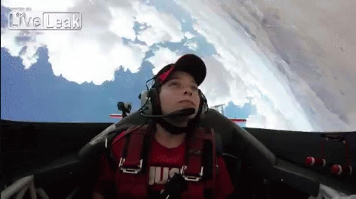 VIDEO: Volaba en un jet y perdió la conciencia