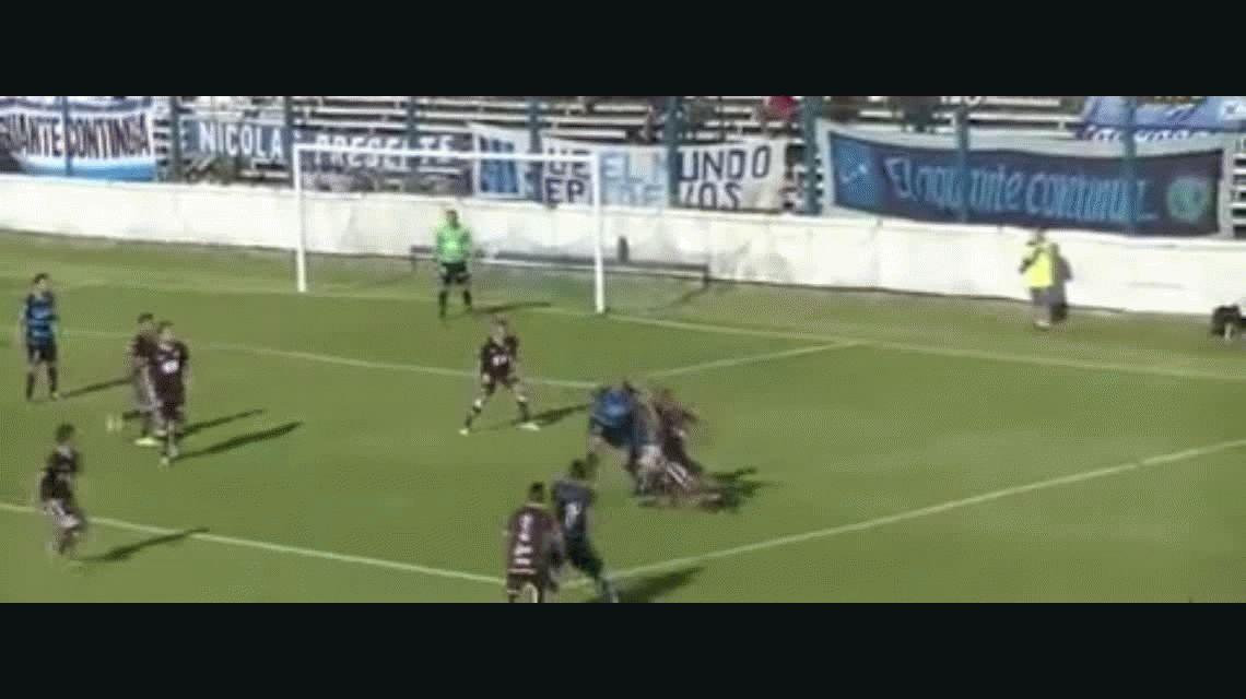 Susto en el Ascenso: un jugador de Platense se desmayó tras un choque