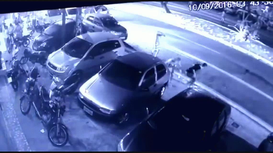 VIDEO: Era buscado por el asesinato de un policía y lo mataron a tiros en plena calle