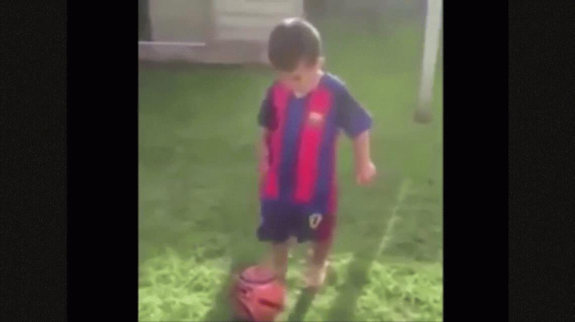 Subió un video de su hijo de tres años jugando al fútbol y ahora lo busca el City