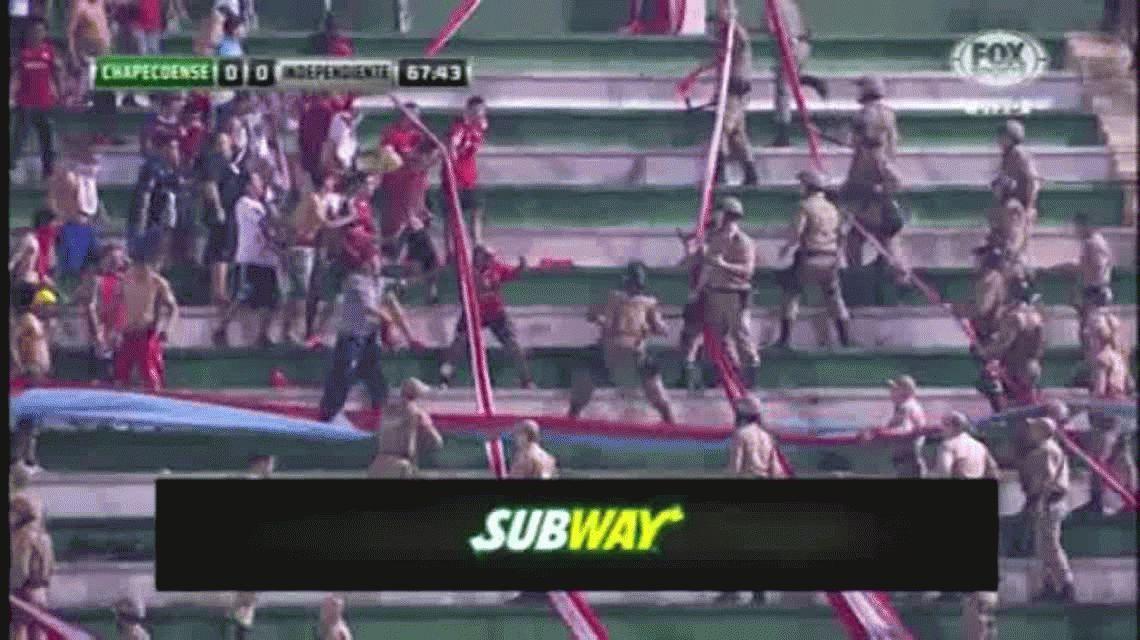 VIDEO: así fueron los incidentes entre los hinchas de Independiente y la policía brasileña