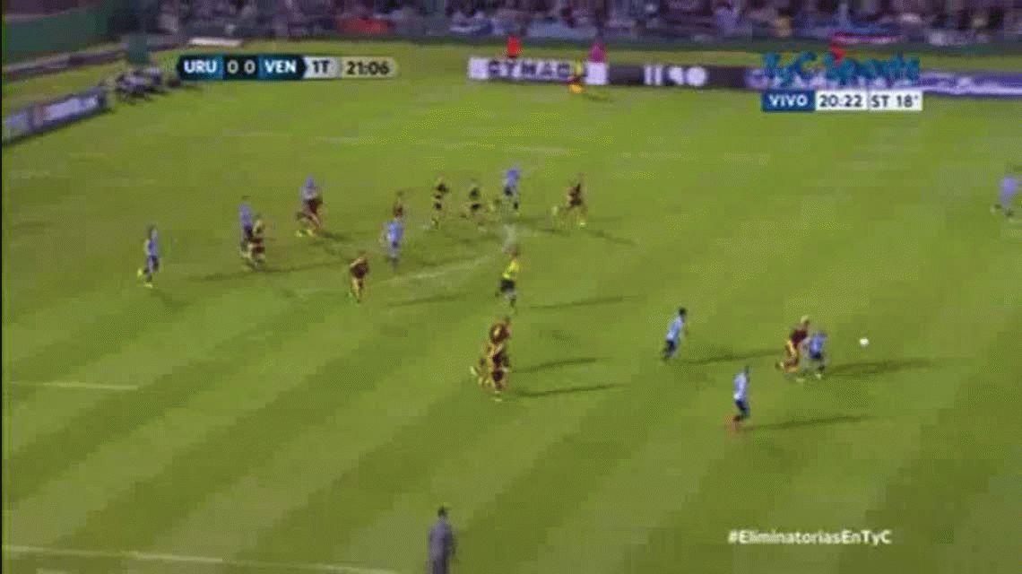 Adalberto Peñarando erró una insolita situación de gol en el partido entre Uruguay y Venezuela por ELiminatorias