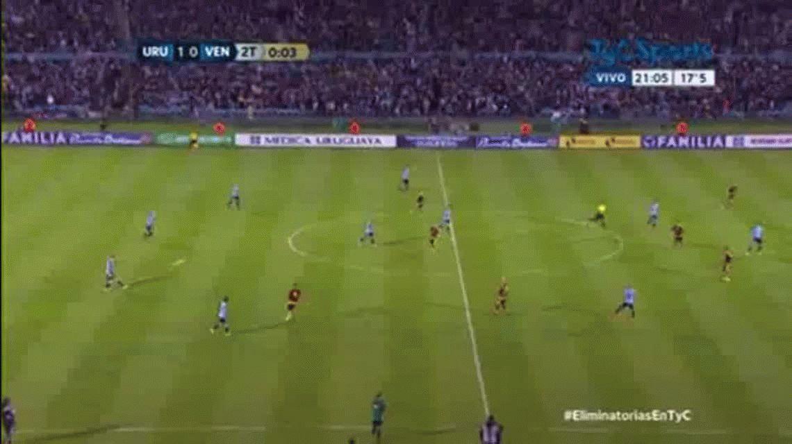 Edinson Cavani marcó el segundo gol de Uruguay ante Venezuela en el Centenario por Eliminatorias