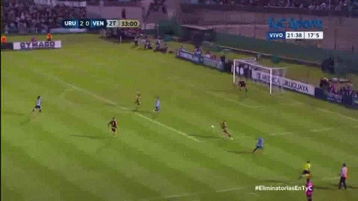 Edinson Cavani marcó el tercer gol de Uruguay ante Venezuela en el Centenario por Eliminatorias