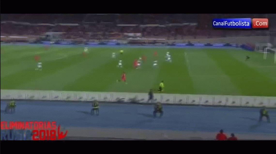 Arturo Vidal anotó el primer tanto de Chile ante Perú