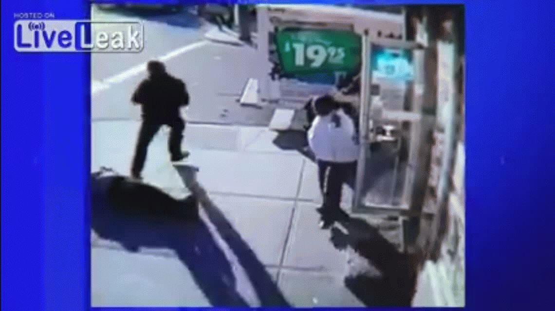 Un hombre golpea brutalmente a una señora de 69 años