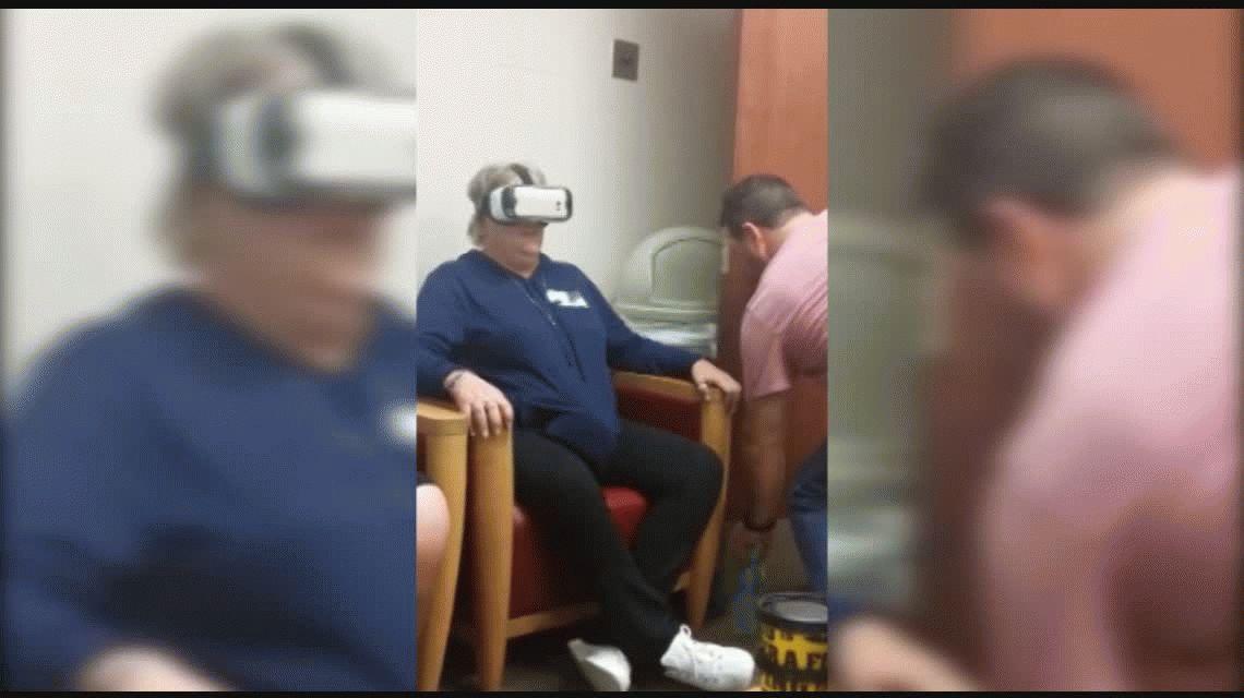 La madre se asustó gracias a una montaña rusa de realidad virtual