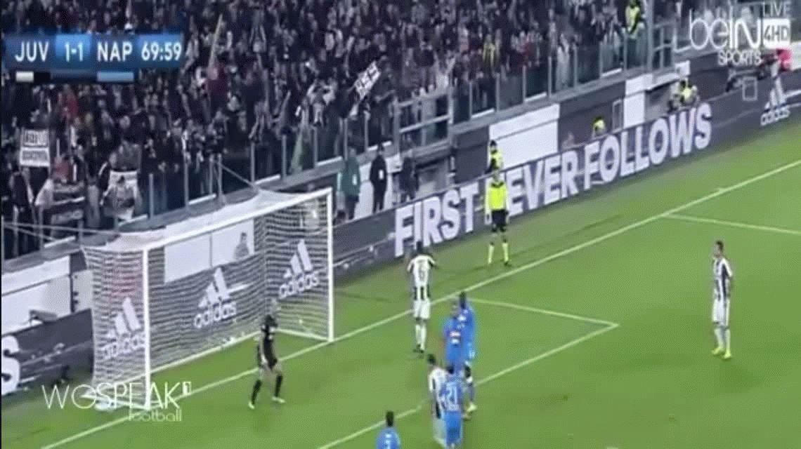 Gonzalo Higuaín anotó el segundo gol de Juventus para vencer parcialmente al Napoli