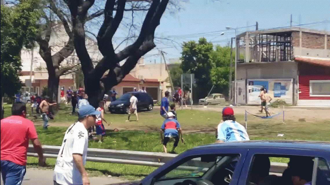 Batalla campal: Así fue el salvaje ataque de los barras de Tigre en la General Paz