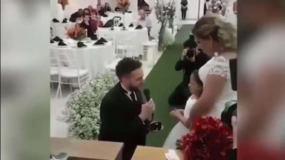Hasta las lágrimas: se casó y emocionó a todos con el pedido que le hizo a su hijastra