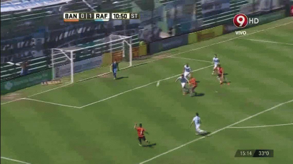 Juan Manuel Llop explotó contra el árbitro y tuvo un ataque de furia