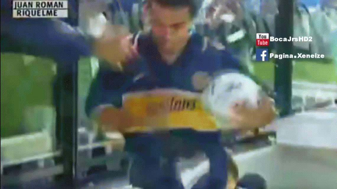 Juan Román Riquelme vestía por primera vez la camiseta de Boca en 1996
