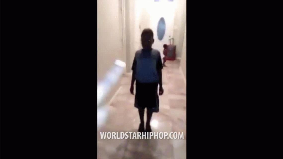 Madre echa de la casa a su hijo de 8 años que votó por Donald Trump