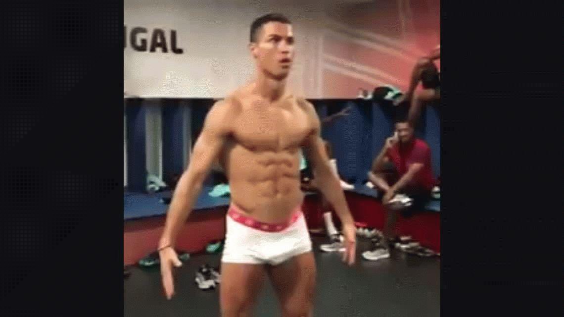 #MannequinChallenge: Cristiano Ronaldo se desnudó frente a sus compañeros de selección