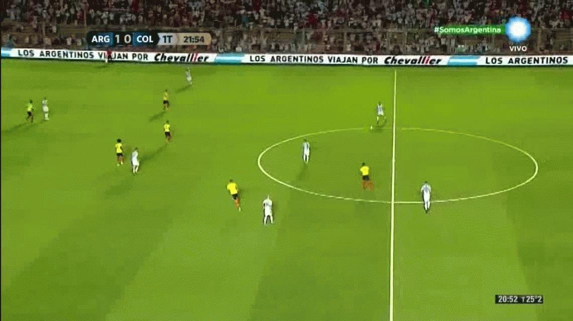 Hay 9: Messi habilitó y Pratto definió con el manual del centrodelantero