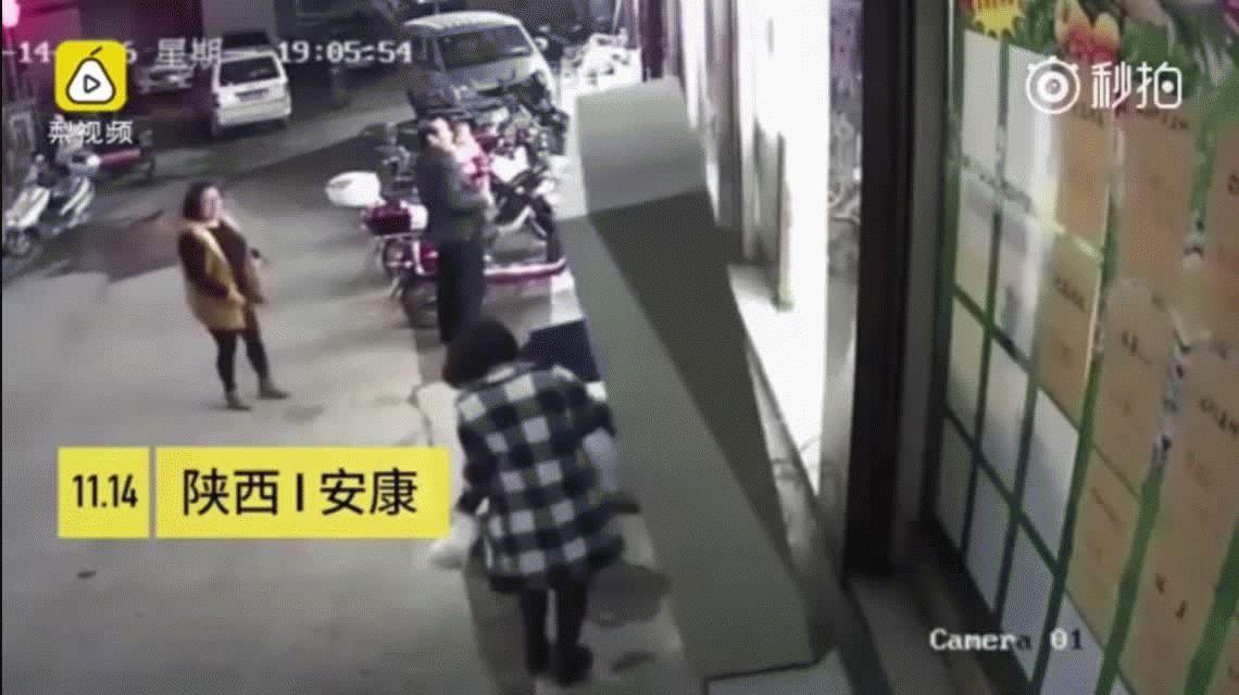 Impactante: un nene murió aplastado por un locker de un supermercado en China