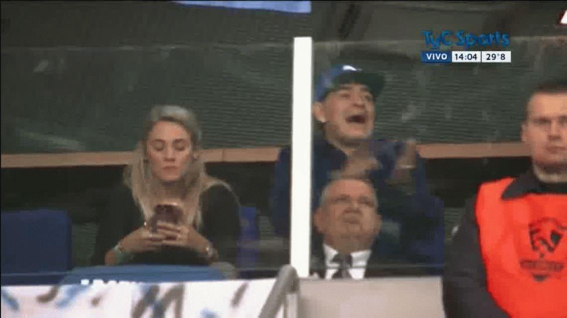 Gestos, gritos e insultos: así vivió Maradona la derrota de Delbonis en la Copa Davis
